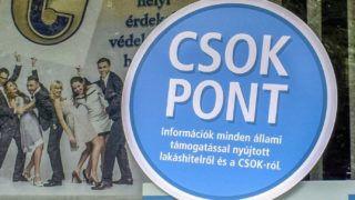 Budapest, 2017. június 30.A Családi Otthonteremtési Kedvezményt (CSOK-ot) hirdető reklám egy Takarészövetkezet üvegén a III. kerület, Bécsi út 181-183-ban.MTVA/Bizományosi: Róka László ***************************Kedves Felhasználó!Ez a fotó nem a Duna Médiaszolgáltató Zrt./MTI által készített és kiadott fényképfelvétel, így harmadik személy által támasztott bárminemű – különösen szerzői jogi, szomszédos jogi és személyiségi jogi – igényért a fotó készítője közvetlenül maga áll helyt, az MTVA felelőssége e körben kizárt.