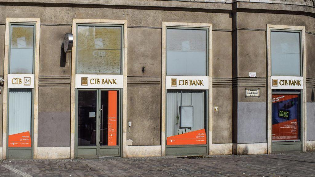 Budapest, 2017. október 7. A CIB Bank irodája az VII. kerület, Károly körút 3/b-ben. MTVA/Bizományosi: Róka László  *************************** Kedves Felhasználó! Ez a fotó nem a Duna Médiaszolgáltató Zrt./MTI által készített és kiadott fényképfelvétel, így harmadik személy által támasztott bárminemû – különösen szerzõi jogi, szomszédos jogi és személyiségi jogi – igényért a fotó készítõje közvetlenül maga áll helyt, az MTVA felelõssége e körben kizárt.