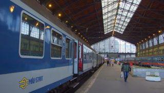Budapest, 2016. december 15. A MÁV-Start Zrt. vasúti személyszállító szerelvényei várnak indulásra a fõváros egyik legrégebbi vasúti fejpályaudvarán, a Nyugati pályaudvar csarnokában. MTVA/Bizományosi: Jászai Csaba  *************************** Kedves Felhasználó! Ez a fotó nem a Duna Médiaszolgáltató Zrt./MTI által készített és kiadott fényképfelvétel, így harmadik személy által támasztott bárminemû – különösen szerzõi jogi, szomszédos jogi és személyiségi jogi – igényért a fotó készítõje közvetlenül maga áll helyt, az MTVA felelõssége e körben kizárt.