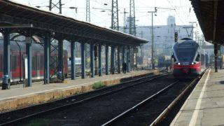 Budapest, 2018. október 13. A MÁV Start Zrt. egyik zónázó korszerû Flirt személyvonata megérkezik Sülysáp felõl a Keleti pályaudvar 12. vágányára. MTVA/Bizományosi: Jászai Csaba  *************************** Kedves Felhasználó! Ez a fotó nem a Duna Médiaszolgáltató Zrt./MTI által készített és kiadott fényképfelvétel, így harmadik személy által támasztott bárminemû – különösen szerzõi jogi, szomszédos jogi és személyiségi jogi – igényért a fotó készítõje közvetlenül maga áll helyt, az MTVA felelõssége e körben kizárt.