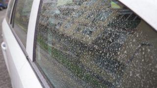 Nagykanizsa, 2018. április 16. Szaharai por a hajnali esõ után egy autón Nagykanizsán 2018. április 16-án. Az Országos Meteorológiai Szolgálat jelentése szerint egy nagy méretû ciklon szaharai port szállított térségünk felé. MTI Fotó: Varga György