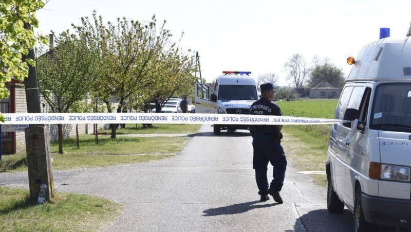 Forráskút, 2019. április 20. Rendõrségi zárás a Csongrád megyei Forráskúton, ahol az egyik házban egy férfi a gyanú szerint megölte feleségét, majd öngyilkos lett 2019. április 20-án. MTI/Kelemen Zoltán Gergely