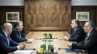 Budapest, 2019. január 28.A Nemzetközi Beruházási Bank (NBB) központjának Budapestre költözése volt a fő téma Orbán Viktor miniszterelnök (j2) és Nyikolaj Koszov, az NBB elnökének (b2) megbeszélésén Budapesten, a Karmelita kolostorban 2019. január 28-án. A Miniszterelnöki Sajtóiroda által közreadott kép.MTI/Miniszterelnöki Sajtóiroda/Szecsődi Balázs