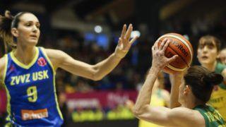Sopron, 2019. április 14. A soproni Fegyverneky Zsófia (j) és Marija Rezan, a prágai csapat játékosa a nõi kosárlabda Euroliga négyes döntõje bronzmérkõzésén, a Sopron Basket - USK Praha összecsapáson a soproni Novomatic Arénában 2019. április 14-én. MTI/Nyikos Péter