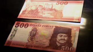 Budapest, 2018. július 3. Az új 500 forintos bankjegy a Magyar Nemzeti Bank (MNB) Teátrumában tartott sajtótájékoztatón 2018. július 3-án. Az MNB 2014-ben megkezdett bankjegycsereprogramja hamarosan lezárul, a sorozat utolsó elemeként megújult az 500 forintos is. A most használatos 500 forintos bankjegyekkel 2019. október 31-ig lehet fizetni. MTI Fotó: Bruzák Noémi