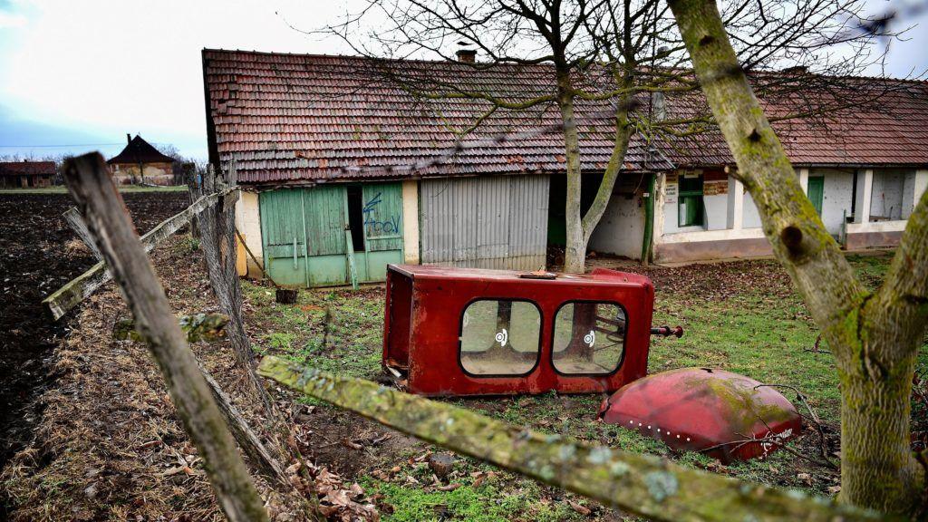 Létavértes, 2018. december 10. Telefonfülke egy ház udvarán Létavértes-Cserekerten 2018. december 10-én. 90 éve, 1928. december 13-án helyezték üzembe az elsõ magyarországi telefonfülkét. MTI/Czeglédi Zsolt