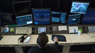 Budapest, 2019. március 7. Légiforgalmi irányító dolgozik a HungaroControl Magyar Légiforgalmi Szolgálat Zrt. budapesti székhelyén 2019. március 7-én. Áprilistól határozatlan ideig a HungaroControl végezheti a Koszovó feletti magaslégtér (KFOR-szektor) irányítását az Észak-Atlanti Tanács döntése szerint. MTI/Mónus Márton