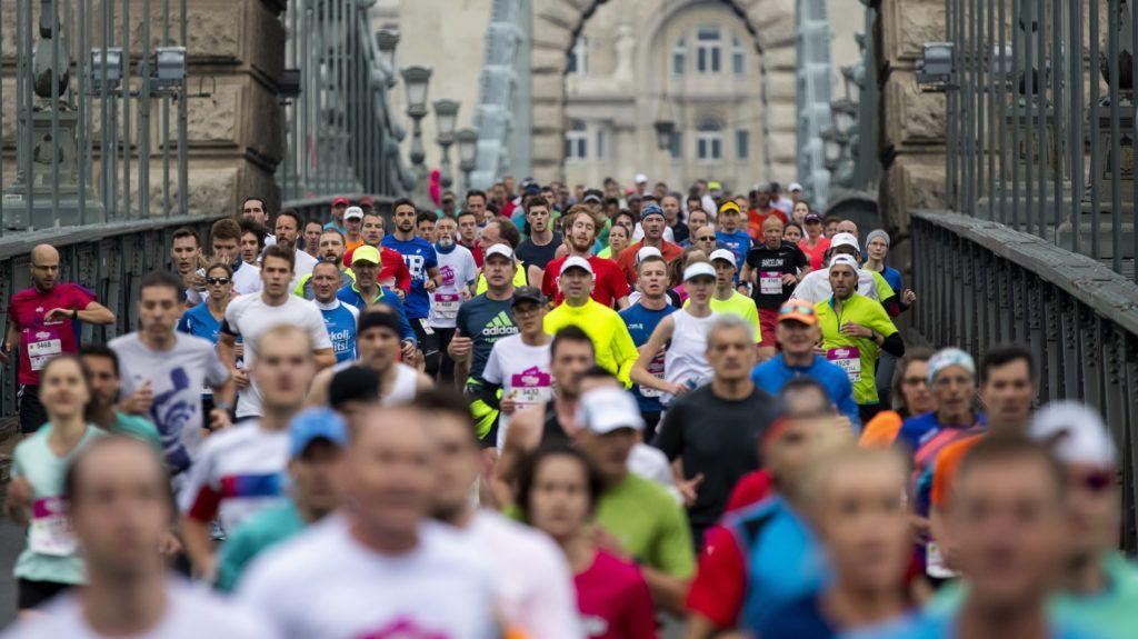 Budapest, 2019. április 14. Résztvevõk a 34. Telekom Vivicittá Városvédõ Futás félmaraton versenyén a Lánchídon 2019. április 14-én. MTI/Mohai Balázs