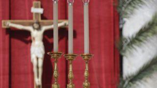 Vatikánváros, 2019. április 14. Ferenc pápa virágvasárnapi misét pontifikál a vatikáni Szent Péter téren 2019. április 14-én. A húsvéti nagyhetet felvezetõ vasárnapon a katolikus egyház Jézusnak a kereszthalála elõtti Jeruzsálembe vonulásáról emlékezik meg. MTI/AP/Gregorio Borgia