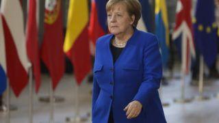 Brüsszel, 2019. április 10. Angela Merkel német kancellár érkezik az Európai Unióból történõ brit kiválás ügyérõl (Brexit) rendezett rendkívüli európai uniós csúcstalálkozóra Brüsszelben 2019. április 10-én. MTI/EPA/Stephanie Lecocq