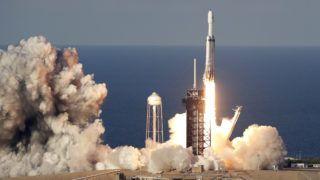 Cape Canaveral, 2019. április 12. Felbocsátják a SpaceX amerikai ûrkutatási magánvállalat távközlési mûholdat a világûrbe szállító Falcon 9-es hordozórakétáját a floridai Cape Canaveralben mûködõ Kennedy Ûrközpontból 2019. április 11-én. MTI/AP/John Raoux
