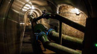 Pécs, 2014. november 13. Vízvezetékek a pécsi Tettye-karsztban 2014. november 12-én. A Tettye-karszt a város lakossági vízellátásának természetes vízforrása. A négyezer köbméteres hálózat - vízhozamtól függõen - a vízfogyasztás 5-10 százalékát adja. MTI Fotó: Sóki Tamás