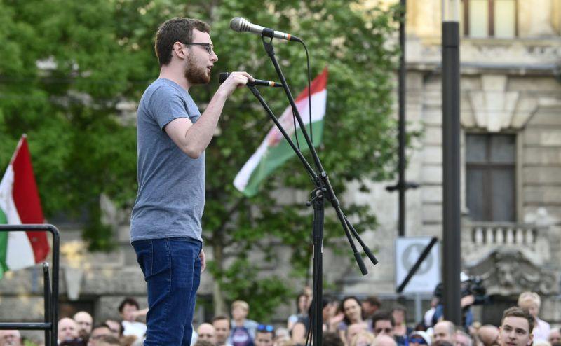 Budapest, 2018. május 8.Gyetvai Viktor, a Független Diákparlament aktivistája beszédet mond a 3.0 Mi vagyunk a többség - Tüntetés a demokráciáért! címmel meghirdetett demonstráción Budapesten, a Kossuth Lajos téren 2018. május 8-án.MTI Fotó: Szigetváry Zsolt