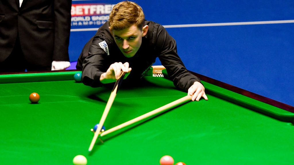 SHEFFIELD, ENGLAND - APRIL 23: James Cahill lines up a shot against Ronnie O'Sullivan in the opening round of the world snooker championship at Crucible Theatre on April 23, 2019 in Sheffield, England. (Photo by George Wood/Getty Images)
