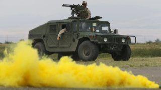 Vaziani, 2015. július 21. Amerikai katonák egy Humwee terepjáróval az Agile Spirit 2015 fedõnevû, a NATO-val közös hadgyakorlaton a grúz fõváros, Tbiliszi közelében fekvõ Vaziani támaszpontjának gyakorlóterén 2015. július 21-én. A manõverekben amerikai, bolgár, grúz, lett, litván és román katonák vesznek részt. (MTI/EPA/Zurab Kurcikidze)
