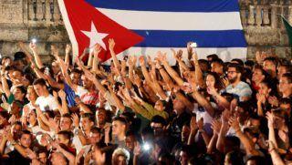 Havanna, 2018. november 25. A Havannai Egyetem hallgatói a kubai kommunista forradalom vezetõje, Fidel Castro halálának második évfordulója alkalmából tartott fõvárosi megemlékezésen 2018. november 24-én. A néhai kubai elnök 2016. november 25-én, 90 éves korában hunyt el. MTI/EPA/EFE/Ernesto Mastrascusa
