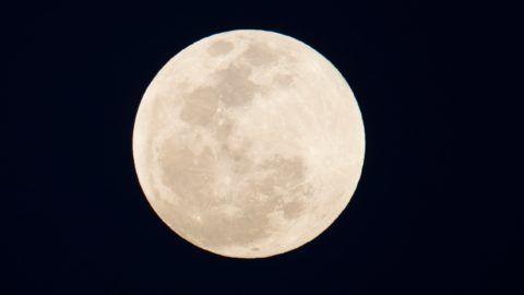 Santo Domingo, 2019. január 21. A Hold Santo Domingo felett 2019. január 20-án, órákkal a teljes holdfogyatkozás elõtt. MTI/EPA/EFE/Orlando Barría