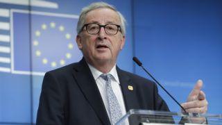 Brüsszel, 2019. április 11. Jean-Claude Juncker, az Európai Bizottság elnöke nyilatkozik 2019. április 11-én hajnalban, miután véget ért az Európai Uniónak az EU-ból történõ brit kiválás ügyérõl rendezett rendkívüli csúcsértekezlete Brüsszelben. MTI/EPA/Olivier Hoslet