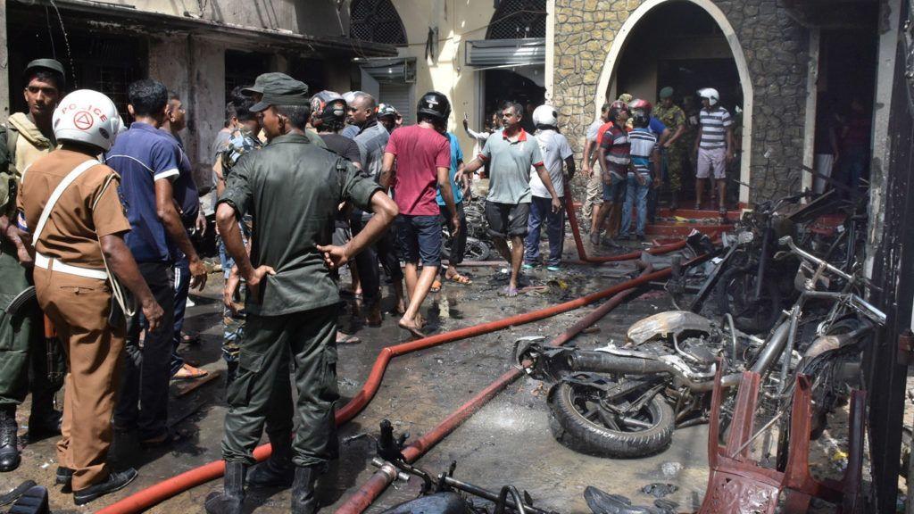 Colombo, 2019. április 21. Az egyik megrongálódott templom Srí Lanka fõvárosában 2019. április 21-én, miután három templomot és három szállodát ért robbantásos támadás húsvétvasárnap Colombóban. A merényletekben legkevesebb 156-an életüket vesztették, és 400-an megsebesültek. MTI/EPA/M.A. Pushpa Kumara