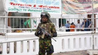 Colombo, 2019. április 26. Katonák a colombói Davatagaha mecset elõtt 2019. április 26-án, öt nappal a Srí Lanka-i merényletek után.  A Srí Lanka-i hatóságok szerint a terrortámadásokat a Nemzeti Tauhít Dzsamaat nevû iszlamista szélsõséges csoport követte el húsvétvasárnap. A nyolc robbantásos merényletben 253-an életüket vesztették, és több mint 500-an megsebesültek. A keresztények elleni megtorlástól tartva a hatóságok megerõsítették a mecsetek és a vallási jellegû létesítmények védelmét a szigetországban. MTI/EPA/M.A. Pushpa Kumara