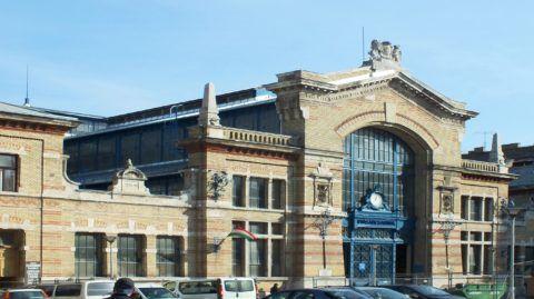 Budapest, 2013. február 8. A Rákóczi téri Vásárcsarnok Rákóczi téri homlokzata. MTVA/Bizományosi: Nagy Zoltán  *************************** Kedves Felhasználó! Az Ön által most kiválasztott fénykép nem képezi az MTI fotókiadásának, valamint az MTVA fotóarchívumának szerves részét. A kép tartalmáért és a szövegért a fotó készítõje vállalja a felelõsséget.