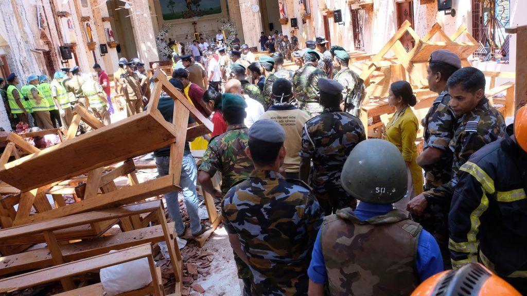 Colombo, 2019. április 21. A Szent Sebestyén-templom megrongálódott belseje Srí Lanka fõvárosában, ahol robbantásos merényleteket követtek el templomok és szállodák ellen 2019. április 21-én, húsvétvasárnap. A merényletekben elhunytak száma 207-re emelkedett, és több mint 450-en megsebesültek. MTI/EPA