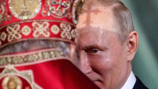 5862298 28.04.2019 Russian President Vladimir Putin hugs with Orthodox Patriarch Kirill during the Easter service at the Christ The Saviour Cathedral in dowtown Moscow, Russia. Ramil Sitdikov / Sputnik