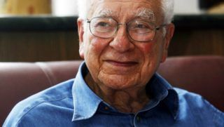Murray Gell-Mann, an American physicist who received the 1969 Nobel Prize in physics for his work on the theory of elementary particles, is seen after a lecture in Huazhong Normal University in Wuhan, central Chinas Hubei province, May 11, 2010.
