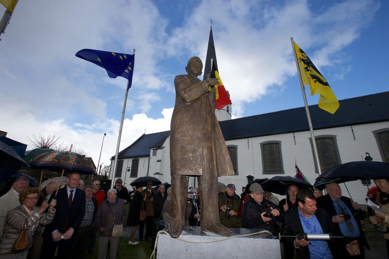 Illustration picture shows the inauguration of a statue of Minister of State Wilfried Martens in Sleidinge, Evergem, Sunday 17 April 2016, at graveyard Campo Santo in Sint-Amandsberg near Gent. BELGA PHOTO NICOLAS MAETERLINCK