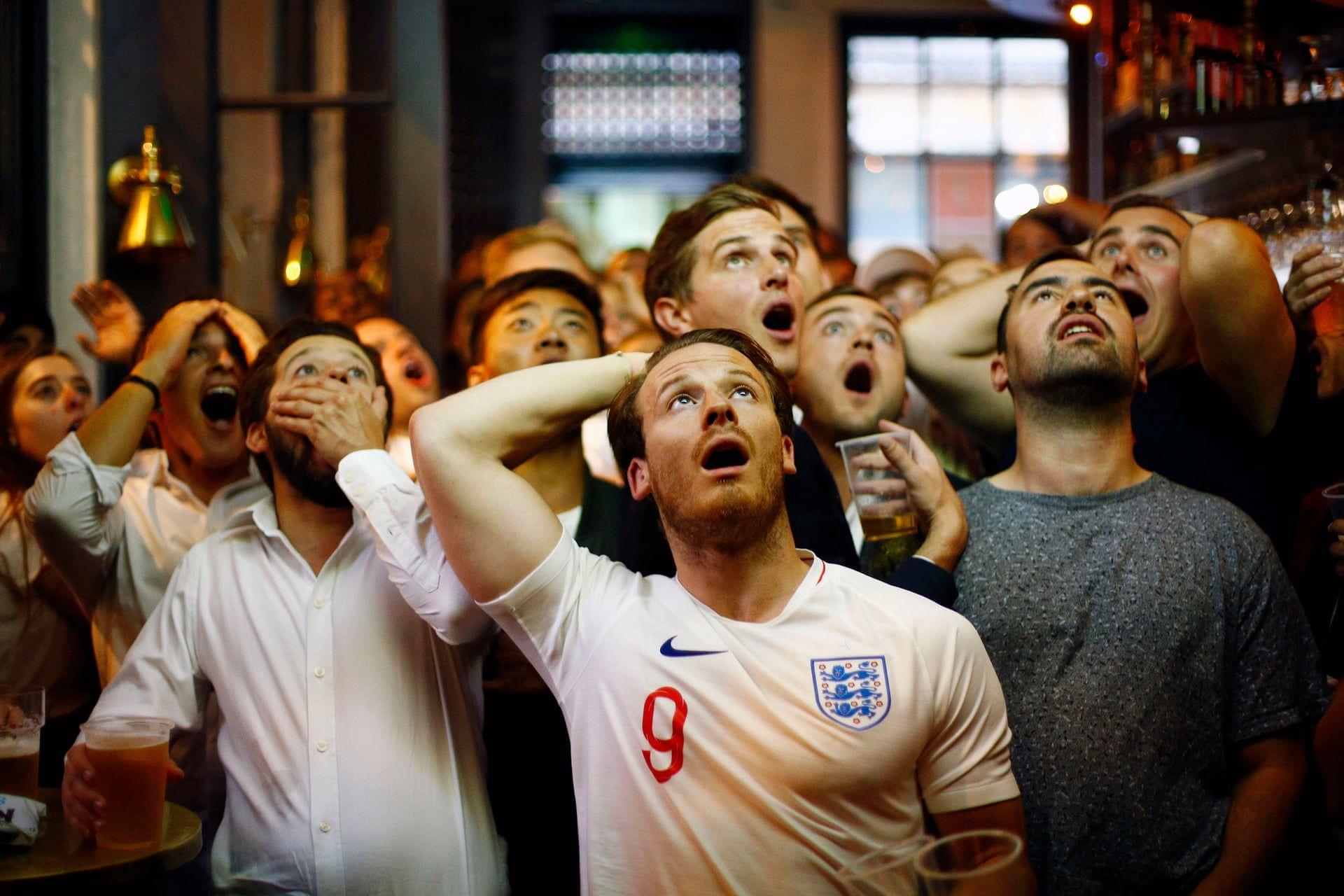 Angol szurkol—k egy kocsm‡ban a vil‡gbajnoks‡g alatt a Horv‡torsz‡g - Anglia mecset nŽzve. Fot—: Henry Nicholls / Reuters / thebppa