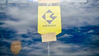 Image: 73349629, A Lehet M·s a Politika (LMP) Èlıl·nccal demonstr·l a KˆzgÈp fıbej·rata elıtt. A kÈpviselık Ès aktivist·k az oligarch·k Ès a Simicska Lajos nevÈhez kˆthetı cÈgcsoport igazs·gtalan elınyben rÈszesÌtÈse ellen t¸ntetnek., Place: Budapest, Hungary, License: Rights managed, Model Release: No or not aplicable, Property Release: Yes, Credit: smagpictures.com