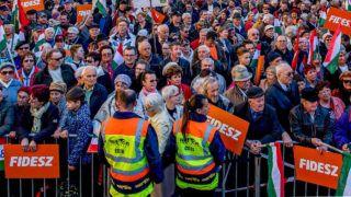 Image: 73876743, A Nem adom a hazám mozgalom Székesfehérváron tiltakozott a Fidesz ellen, de a Valton biztonsági őrei elcipelték őket a Fidesz esti kampányzárójának helyszínéről., Place: Székesfehérvár, Hungary, Model Release: No or not aplicable, Property Release: Yes, Credit: smagpictures.com
