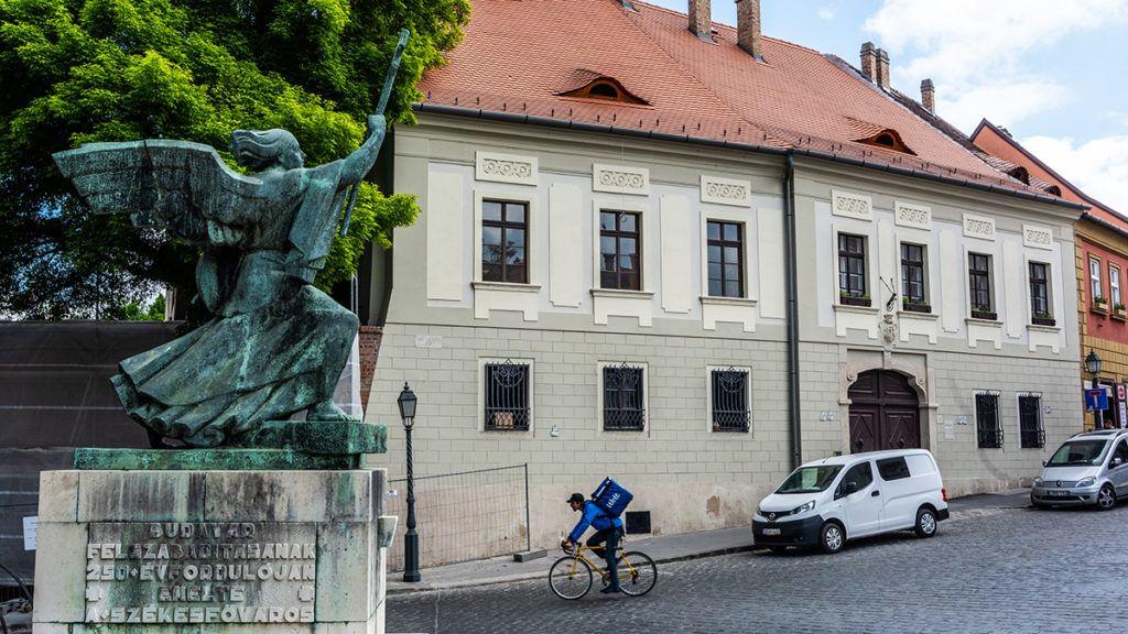 Image: 73890447, Fel˙jÌtott Èp¸let a BÈcsi kapu tÈr 1 sz·m alatt., Place: Budapest, Hungary, Model Release: No or not aplicable, Property Release: Yes, Credit: smagpictures.com