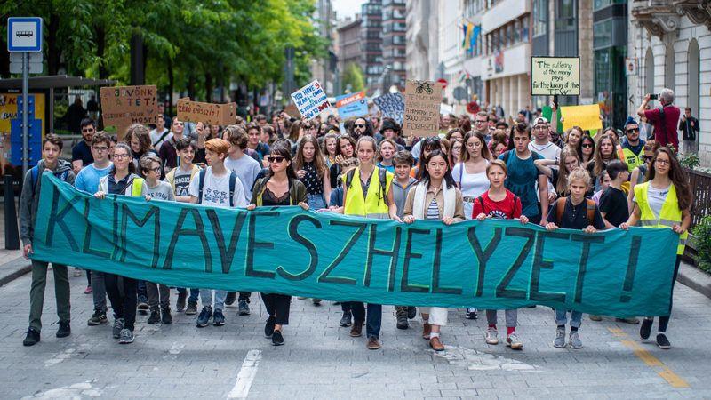 Image: 73896785, Tüntetés a klímaváltozás megállításáért, Place: Budapest, Hungary, Model Release: No or not aplicable, Property Release: Yes, Credit: smagpictures.com