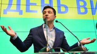 Ukrainian comedian and presidential candidate Volodymyr Zelensky speaks to the media during press conference at his campaign headquarters in Kiev on April 21, 2019,  after the announcement of the first exit poll results in the second round of Ukraine's presidential election, that showed him as the winner. - The comedian with no political experience won a landslide victory in Ukraine's presidential election, exit polls showed, dealing a stunning rebuke to the country's political establishment.  Volodymyr Zelensky, whose only previous political role was playing the president in a TV show, trounced incumbent Petro Poroshenko by taking 73 percent of the vote, according to exit polls conducted by several think tanks. (Photo by Genya SAVILOV / AFP)