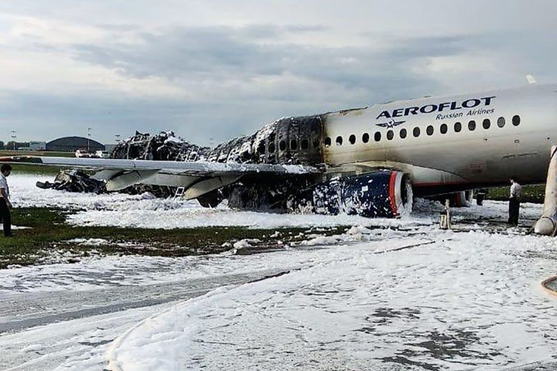 """This handout picture taken and released on May 5, 2019 by the City News Agency 'Moscow' shows destroyed fuselage at a site of a fire of a Russian-made Superjet-100 at Sheremetyevo airport outside Moscow following its crash. - The pilot of a Russian passenger plane that erupted in a ball of fire on the runway of Moscow's busiest airport, killing 41 people, said lightning led to the emergency landing. Investigators were on May 6, 2019 working to understand the causes of the blaze after the Sukhoi Superjet-100 had to return to Sheremetyevo airport shortly after take-off in the evening of May 5. (Photo by Handout / CITY NEWS AGENCY MOSCOW / AFP) / RESTRICTED TO EDITORIAL USE - MANDATORY CREDIT """"AFP PHOTO / CITY NEWS AGENCY MOSCOW"""" - NO MARKETING NO ADVERTISING CAMPAIGNS - DISTRIBUTED AS A SERVICE TO CLIENTS"""