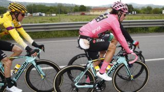 Team Jumbo rider Slovenia's Primoz Roglic (front R), in the pink jersey of the overall leader, wears a plaster on his backside following an injury during a crash during stage six of the 102nd Giro d'Italia - Tour of Italy - cycle race, 238kms from Cassino to San Giovanni Rotondo on May 16, 2019. (Photo by Luk BENIES / AFP)