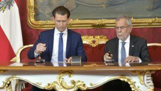 Austrian chancellor Sebastian Kurz (L) and Austria's President Alexander Van der Bellen sign documents on behalf of the swearing-in of the government's new ministers in Vienna on May 22, 2019 after ministers from Austria's far-right Freedom Party (FPOe) are to resign from the government after their party colleague and Vice Chancellor Heinz-Christian Strache resigned. - Strache stepped down as vice-chancellor and FPOe leader after recordings published by German media showed him offering government contracts in return for campaign help to a fake Russian backer in a villa on the resort island of Ibiza. (Photo by HERBERT NEUBAUER / APA / AFP) / Austria OUT