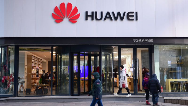 --FILE--Pedestrians walks past a store of Huawei in Shenyang city, northeast China's Liaoning province, 8 February 2019.    A March 6 hearing is set in Vancouver for Meng Wanzhou, the CFO of China tech giant Huawei, who was arrested there in December on fraud charges. The U.S. is seeking Meng's extradition, and Canada will weigh whether the charges against her merit fulfilling the request. A second case centered on Huawei's alleged theft of trade secrets from T-Mobile is set to be heard by a judge in Washington on Feb. 28. Administration officials have said President Trump may be planning a widespread ban on Huawei's equipment, much of which supports 5G internet connectivity.