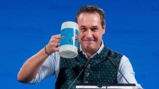The head of the rightwing populist Freedom Party of Austria, Heinz-Christian Strache, at the radical nationalist party Alternative for Germany's Ash Wednesday meeting in Osterhofen, Germany, 01 March 2017. German political parties customarily convene on Ash Wednesday for meetings at which members drink beer and listen to polemical speeches attacking their opponents. Photo: Armin Weigel/dpa | usage worldwide