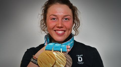Laura DAHLMEIER finishes her career with 25 Archive photo: Double Olympic champion Laura DAHLMEIER (GER) with her medals won at the 2018 Winter Olympics in PyeongChang / South Korea, DSV press appointment with Laura DAHLMEIER on 02.03.2018, biathlon. | Usage worldwide