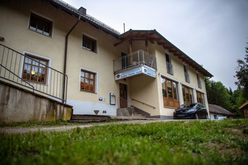 11 May 2019, Bavaria, Passau: There is a guesthouse near Ilz. Three dead persons have been found in a room of the pension. According to the information, the dead came from Lower Saxony and Rhineland-Palatinate. It is still completely open how the three people lost their lives, a police spokesman said. Photo: Lino Mirgeler/dpa - ATTENTION: The sign on the pension and the number plate on the car were pixelated for legal reasons