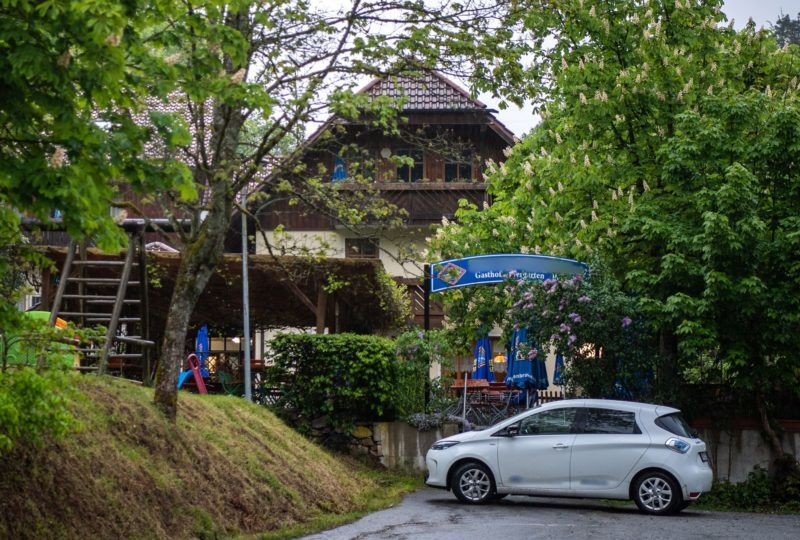 11 May 2019, Bavaria, Passau: A guesthouse stands near the Ilz among trees. Three dead persons have been found in a room of the pension. According to the information, the dead came from Lower Saxony and Rhineland-Palatinate. It is still completely open how the three people lost their lives, a police spokesman said. Photo: Lino Mirgeler/dpa - ATTENTION: The sign on the pension and stickers on the car were pixelated for legal reasons