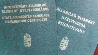 Budapest, 2018. március 15. Államilag elismert nyelvvizsga bizonyítványok.  MTVA/Bizományosi: Faludi Imre  *************************** Kedves Felhasználó! Ez a fotó nem a Duna Médiaszolgáltató Zrt./MTI által készített és kiadott fényképfelvétel, így harmadik személy által támasztott bárminemû – különösen szerzõi jogi, szomszédos jogi és személyiségi jogi – igényért a fotó készítõje közvetlenül maga áll helyt, az MTVA felelõssége e körben kizárt.