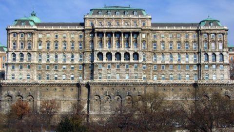 Budapest, 2019. február 14. A Budavári Palota F-épülete, amelyben az Országos Széchényi Könyvtár (OSZK) mûködik ma.  MTVA/Bizományosi: Jászai Csaba  *************************** Kedves Felhasználó! Ez a fotó nem a Duna Médiaszolgáltató Zrt./MTI által készített és kiadott fényképfelvétel, így harmadik személy által támasztott bárminemû – különösen szerzõi jogi, szomszédos jogi és személyiségi jogi – igényért a fotó készítõje közvetlenül maga áll helyt, az MTVA felelõssége e körben kizárt.
