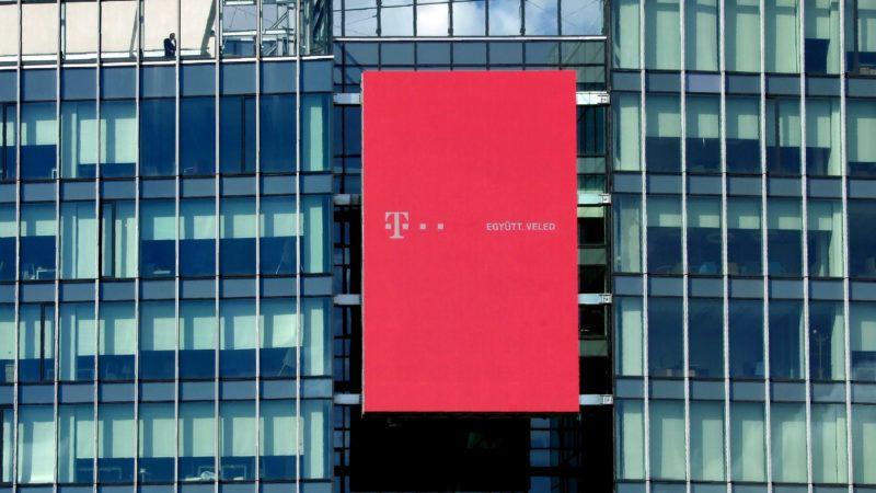 Budapest, 2019. március 26. A Magyar Telekom Nyrt. és a T-Systems közös új, modern székházának épülete hatalmas reklámkivetítõvel a Könyves Kálmán körúton. MTVA/Bizományosi: Jászai Csaba  *************************** Kedves Felhasználó! Ez a fotó nem a Duna Médiaszolgáltató Zrt./MTI által készített és kiadott fényképfelvétel, így harmadik személy által támasztott bárminemû – különösen szerzõi jogi, szomszédos jogi és személyiségi jogi – igényért a fotó készítõje közvetlenül maga áll helyt, az MTVA felelõssége e körben kizárt.