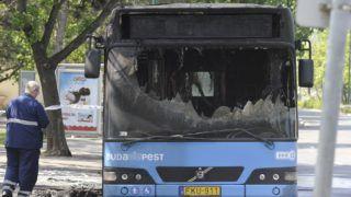 Budapest, 2019. május 1. A Budapesti Közlekedési Központ (BKK) kiégett autóbusza a Margitszigeten 2019. május 1-jén. A  menetrend szerint közlekedõ 26-os járat utasai idõben leszálltak a buszról, az eddigi információk szerint senki sem sérült meg. MTI/Mihádák Zoltán