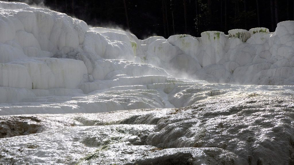 Egerszalók, 2010. szeptember 28.Egerszalókon, a Saliris Resort területén található az Európában egyedülálló sódomb. A 65-68 fokos vízből évek alatt váltak ki a sókristályok.MTI Zrt. / Bizományosi: Lehotka László***************************Kedves Felhasználó!Az Ön által most kiválasztott fénykép nem képezi az MTI fotókiadásának és archívumának szerves részét. A kép tartalmáért és a szövegért a fotó készítője vállalja a felelősséget.