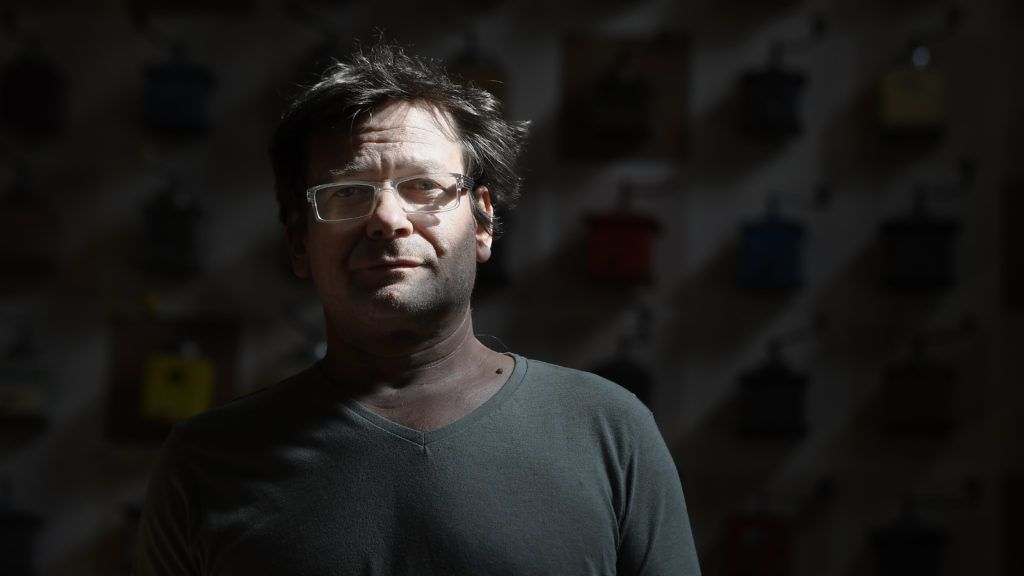 Budapest, 2019. április 14. Lovasi András Kossuth-díjas zenész, énekes egy budapesti kávézóban, ahol interjút adott az MTI újságírójának 2019. április 10-én. MTI/Kovács Tamás