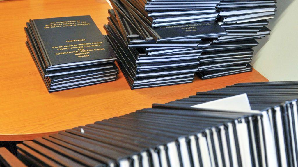 Budapest, 2014. szeptember 5.Diplomamunkák az IBS Nemzetközi Üzleti Főiskola könyvtárában, az Aquincum Campuson, a Graphisoft Park új egyetemi negyedében 2014. szeptember 5-én.MTI Fotó: Kovács Attila
